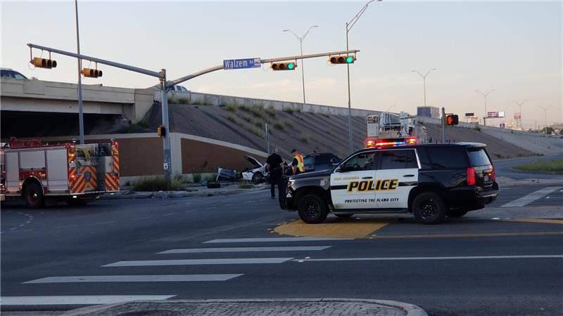 Image of crash on I-35 access road near Walzem.