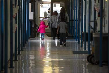 Students and teachers walk through the halls at Cactus Elementary School. (Miguel Gutierrez Jr./The Texas Tribune)