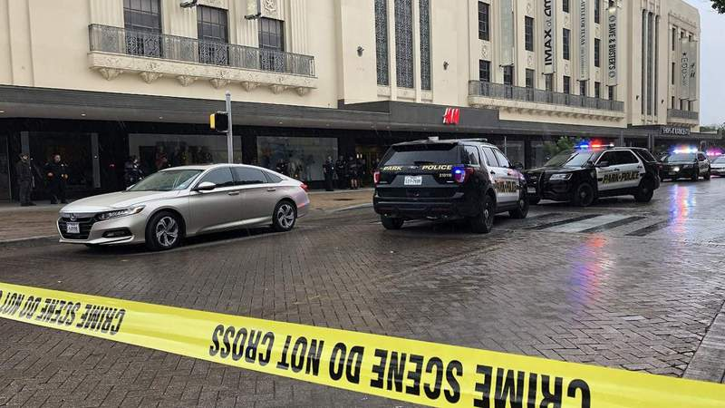 Driver shoots panhandler in Alamo Plaza, police say