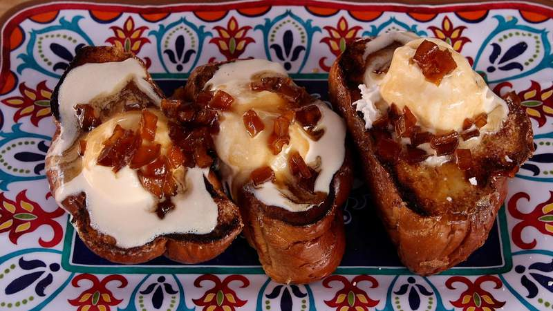 Recipe: Thick cut apple pie French toast a la mode