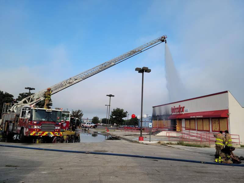 SW Military car lot fire image.