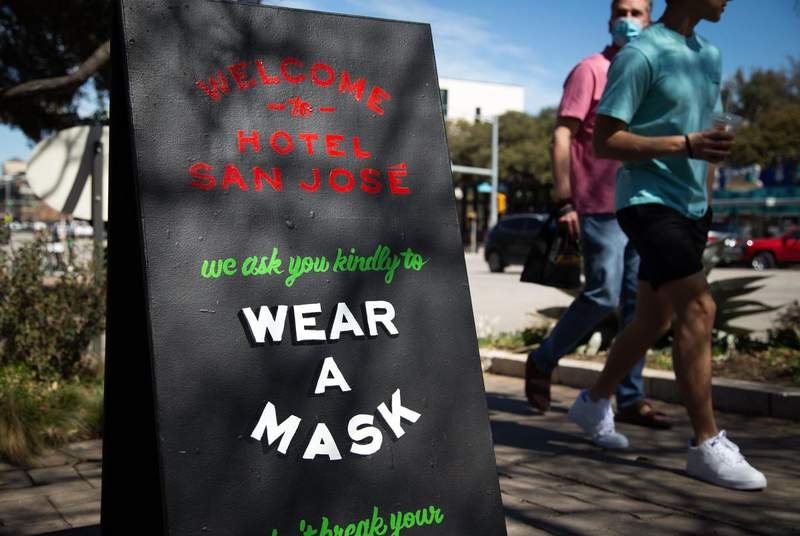 A sign outside of Hotel San Jose asks customers to wear a mask inside the South Austin business on March 3, 2021. (Credit: Evan L'Roy/The Texas Tribune)