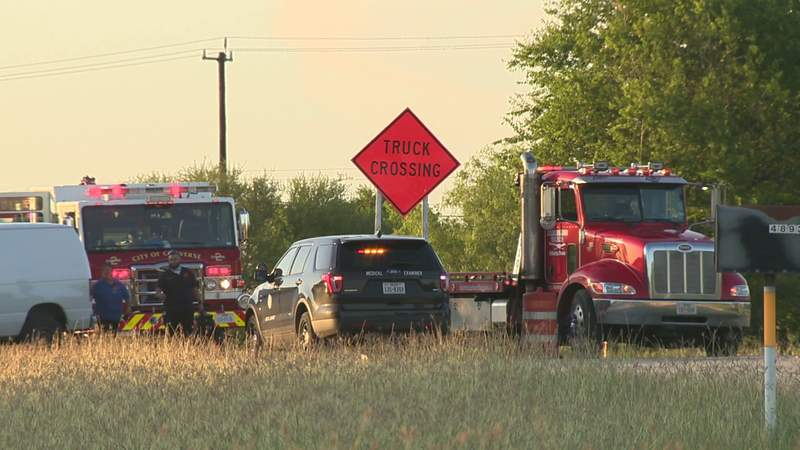 Man killed after driving into oncoming traffic, Converse police say