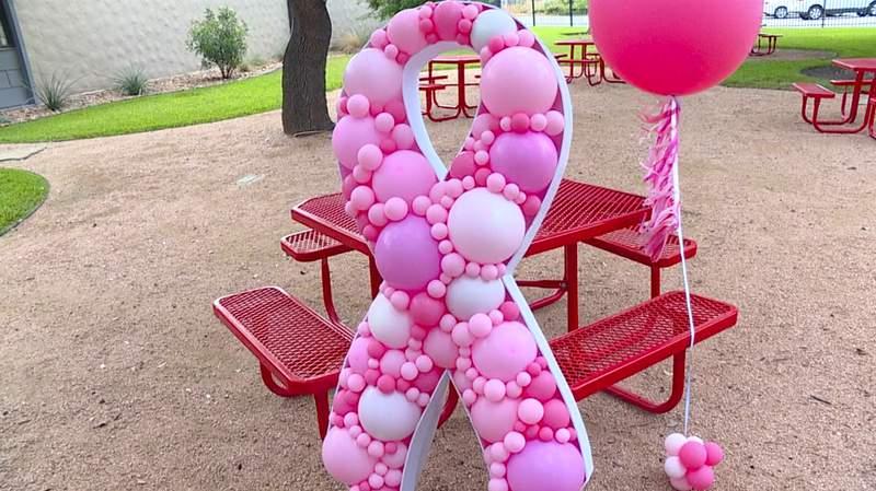 Breast cancer awareness balloon arrangement by Balloons Boutique SA.