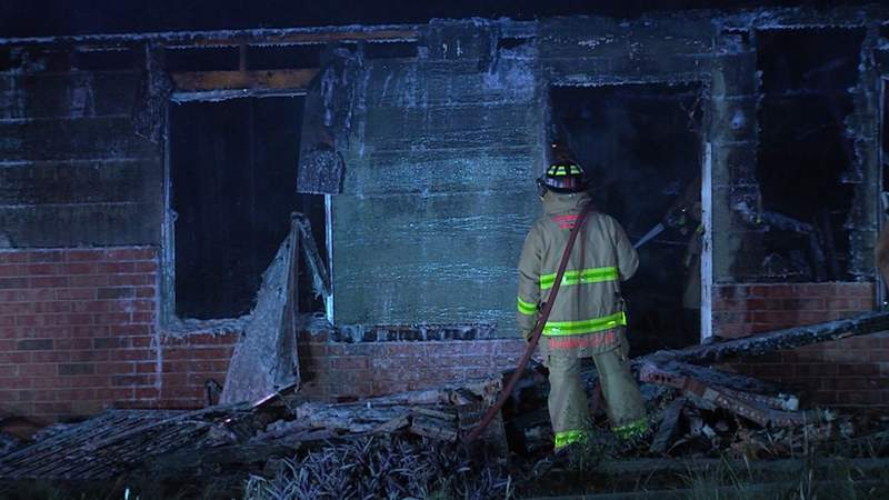 Neighbor believes fire at vacant Southwest side home is suspicious