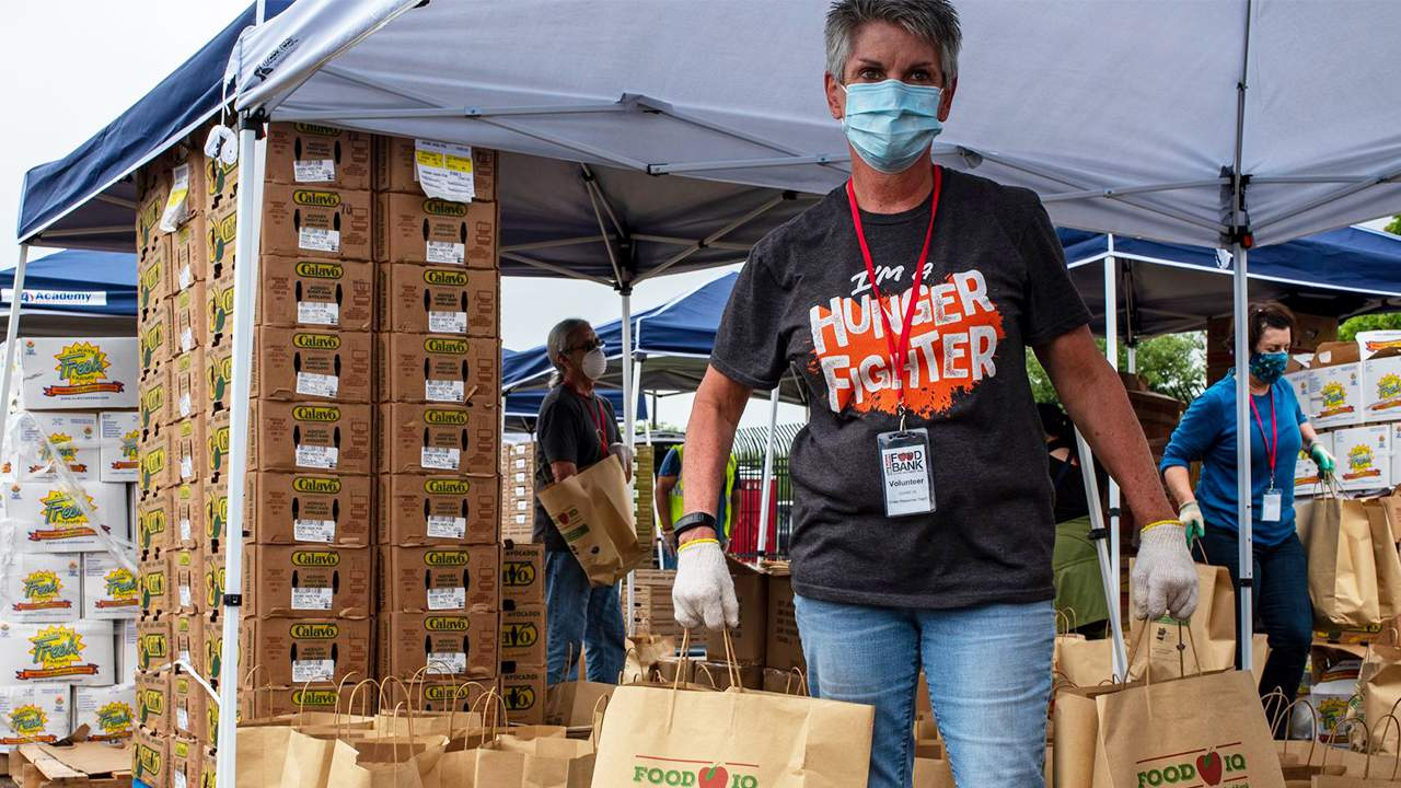 San Antonio Food Bank needs 100 volunteers for mega distribution event Thursday