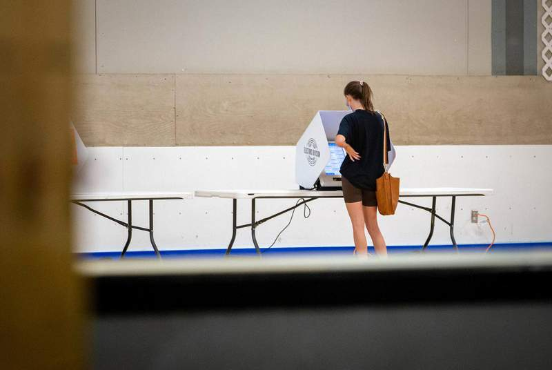 A voter casts a ballot at the Parque Zaragoza Recreation Center in Austin. (Credit: Amna Ijaz/The Texas Tribune)