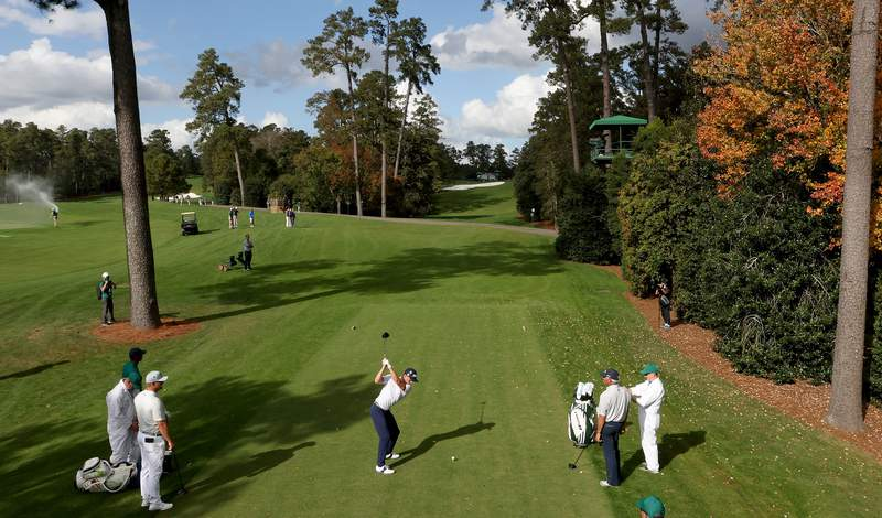 AUGUSTA, GEORGIA - NOVEMBER 09:  Justin Thomas of the United States plays his shot from the 18th tee during a practice round prior to the Masters at Augusta National Golf Club on November 09, 2020 in Augusta, Georgia. (Photo by Jamie Squire/Getty Images)
