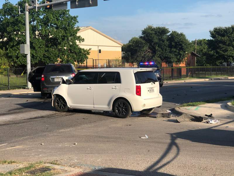 Teenage driver in critical condition after crash east of downtown San Antonio