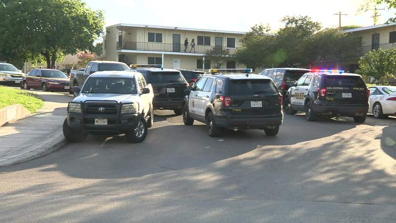 Officers seek several suspects in Southeast Side shooting, San Antonio police say