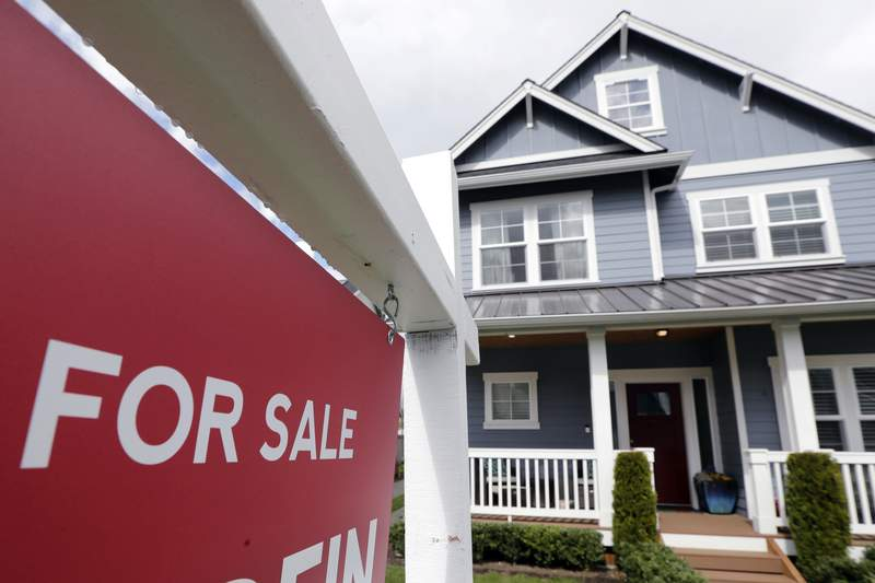 """FILE - In this April 1, 2020 photo, a """"For Sale"""" sign stands in front of a home that is in the process of being sold in Monroe, Wash., outside of Seattle. Sales of new homes rose by a very strong 4.8% in August to a seasonally-adjusted annual rate of 1.01 million units. The gains reported Thursday, Sept. 24 by the The Commerce Department follow steep declines in March and April when COVID-19 infections spread in the U.S. (AP Photo/Elaine Thompson, File)"""