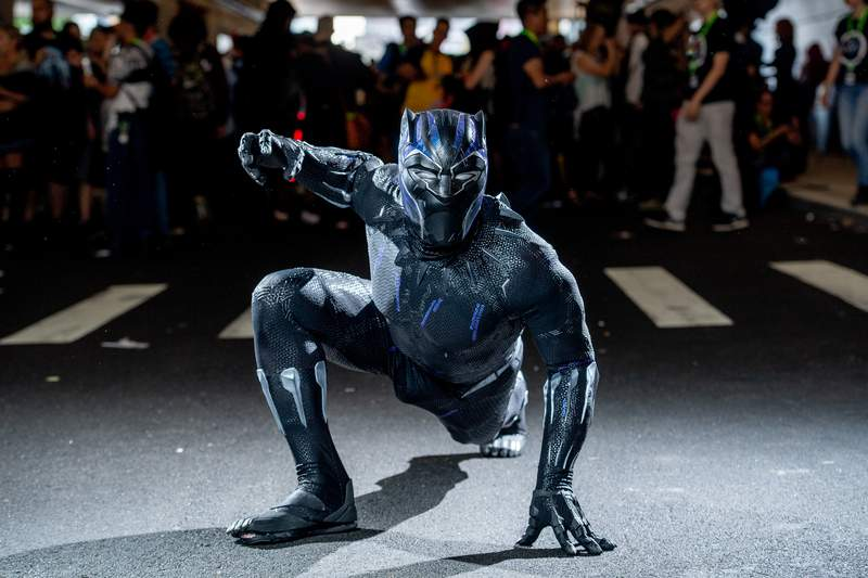 A fan cosplays as Black Panther from the Marvel Universe during the 2018 New York Comic-Con at Javits Center on October 7, 2018 in New York City. (Photo by Roy Rochlin/Getty Images)