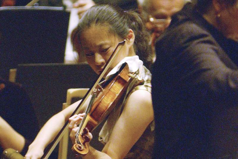 FILE - In this Oct. 14, 2005 file photo, Violinist Midori performs with New York Philharmonic conducted by Marin Alsop at Lincoln Center in New York. This years Kennedy Center Honors will be a slimmed-down affair as the nation emerges from the coronavirus pandemic. The 43rd class of honorees includes country music legend Garth Brooks, dancer and choreographer Debbie Allen, actor Dick Van Dyke, singer-songwriter Joan Baez and violinist Midori. (AP Photo/Osamu Honda)