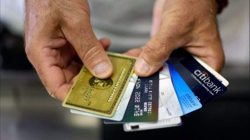 Here are the best credit cards to earn cash, travel rewards