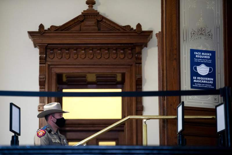 A state trooper stood guard outside the door to the House chamber Jan. 12, opening day of the legislative session. (Credit: Miguel Gutierrez Jr./The Texas Tribune)
