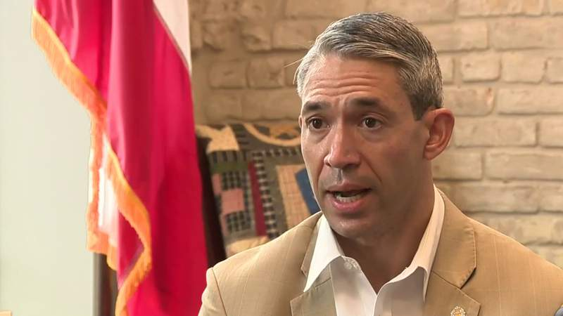 Mayor Ron Nirenberg will quarantine after a brief COVID-19 exposure
