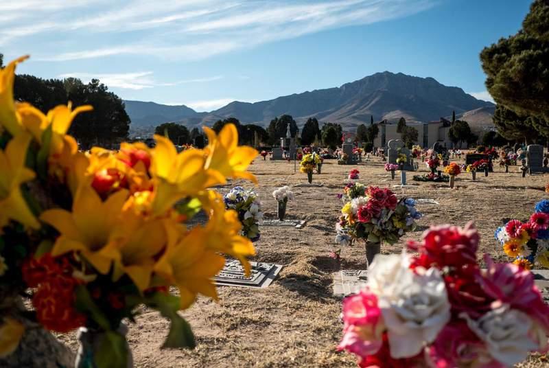Restlawn Memorial Park cemetery in El Paso on Dec. 5, 2020. (Credit: Joel Angel Juárez for The Texas Tribune)