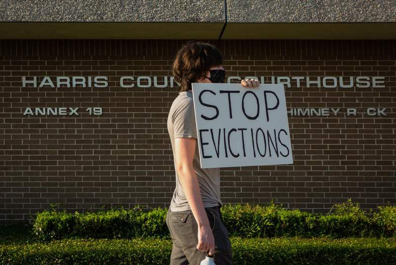 A protester outside the Harris County Courthouse in Houston on Aug. 21. (Credit: Pu Ying Huang for The Texas Tribune)