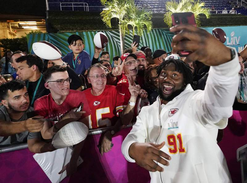 Kansas City Chiefs' Derrick Nnadi poses with fans during Opening Night for the NFL Super Bowl 54 football game Monday, Jan. 27, 2020, at Marlins Park in Miami. (AP Photo/David J. Phillip) (Copyright 2020 The Associated Press. All rights reserved.)