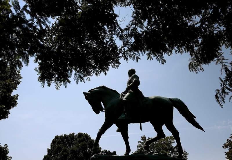 Robert E. Lee statue (CNN)