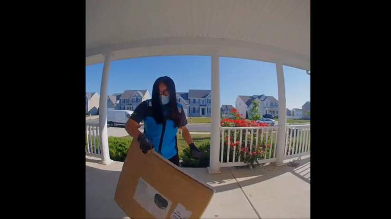 """A Delaware family shared a video of an Amazon delivery woman following their hilarious """"additional instructions."""""""