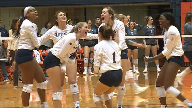 FILE - Kirby Smith (No. 10) celebrates a kill with her Roadrunners teammates in the third period of UTSA's loss to Rice during the 2019 season.