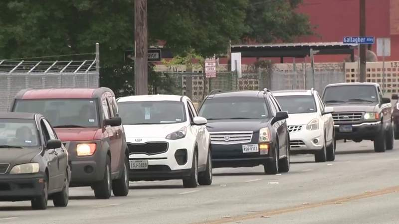 Food giveaway at Alamodome leads to traffic backups downtown