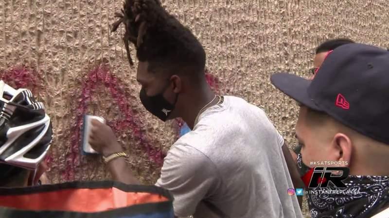 IR: Spurs' Lonnie Walker IV helps San Antonio community clean after downtown riots