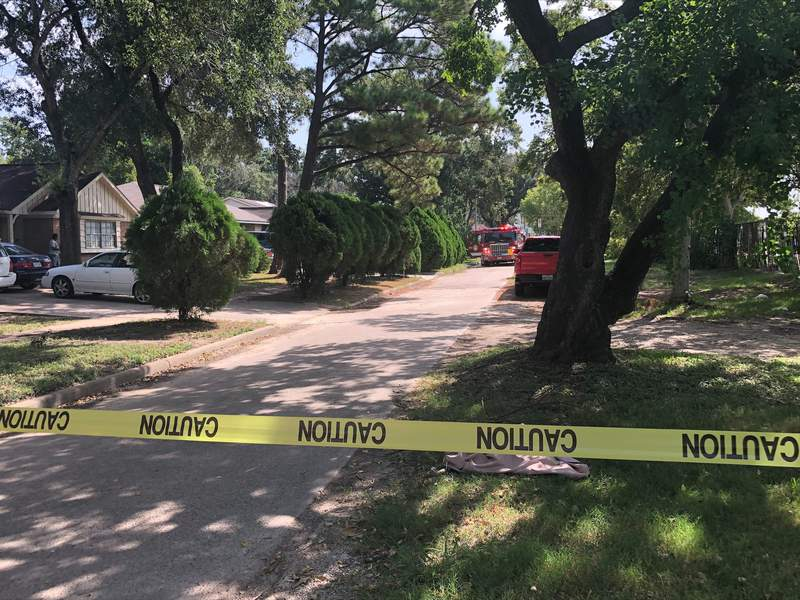 4 people with gunshot wounds found dead at scene of SW Houston house fire, police say