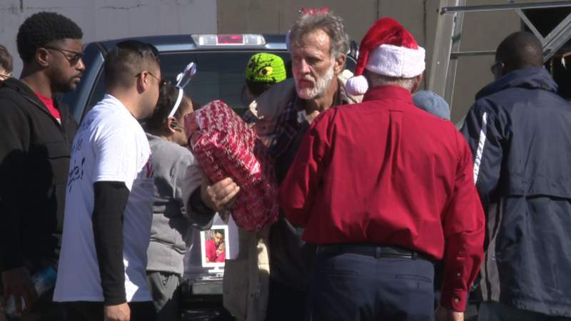 Holiday tradition gives presents to San Antonio's homeless community