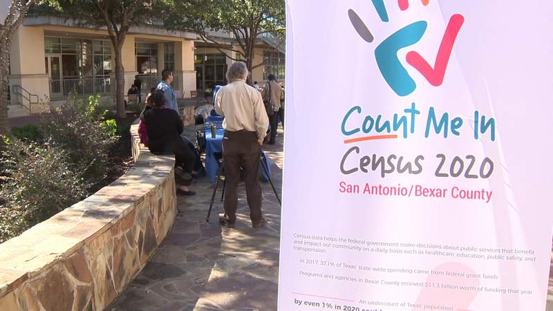 UTSA staff notifying students about upcoming Census Day on April 1
