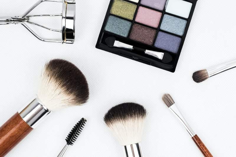 No reason to stress about makeup when you've got help from Jon Jordan.