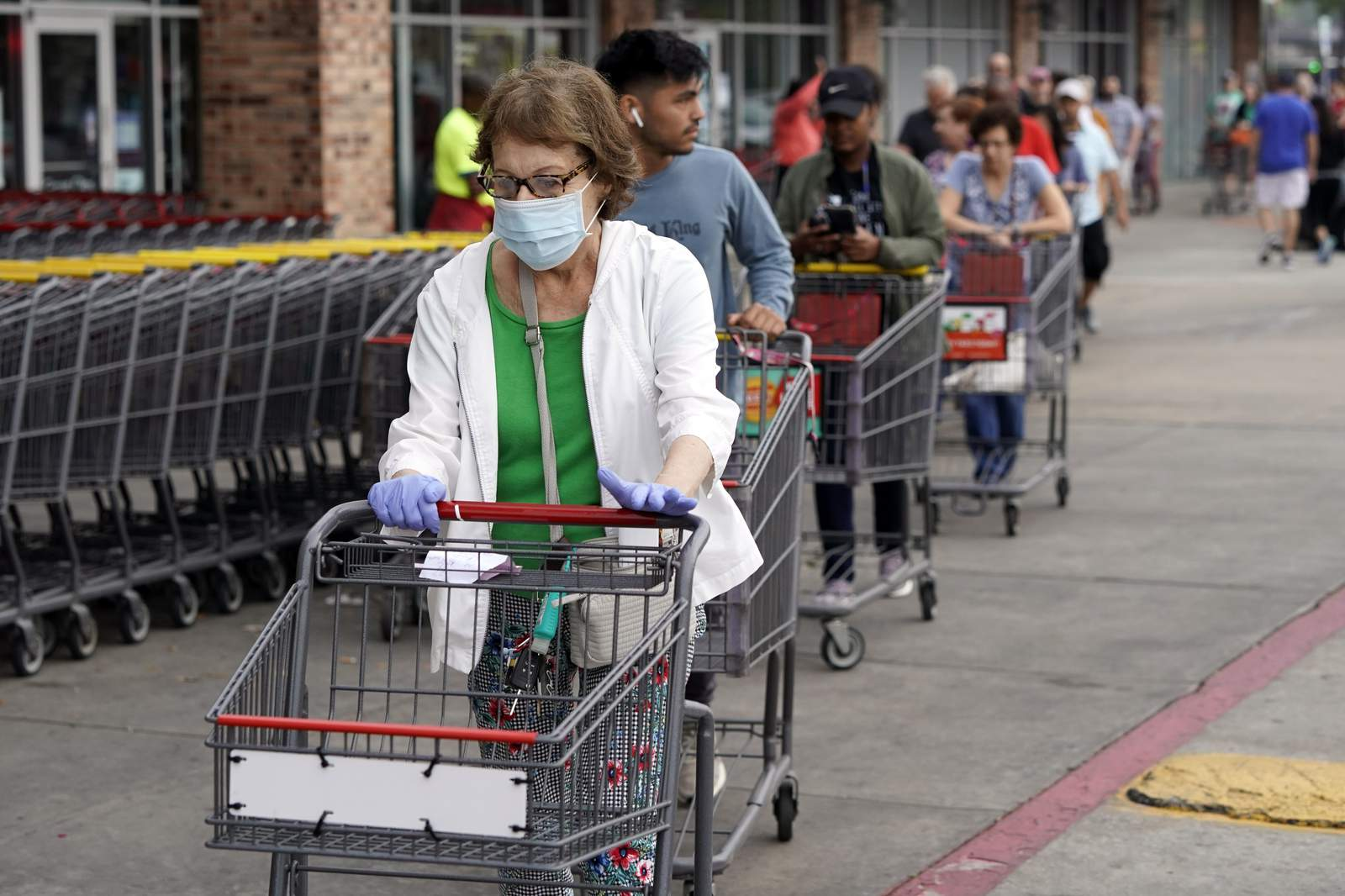 H-E-B will require workers to wear masks, can only ask customers to do the same