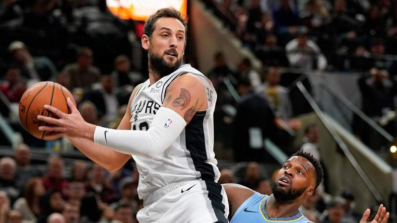 San Antonio Spurs' Marco Belinelli, left, grabs the ball as Memphis Grizzlies' Shelvin Mack watches during the first half of an NBA basketball game Wednesday, Nov. 21, 2018, in San Antonio.