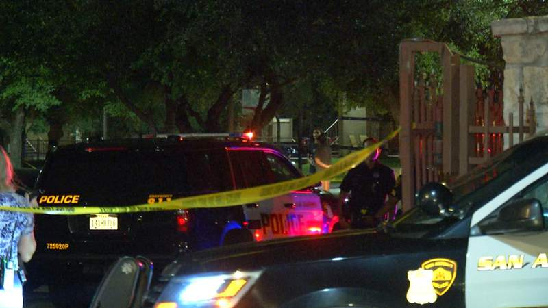 SAPD: 19-year-old shot in leg while walking home from friend's apartment