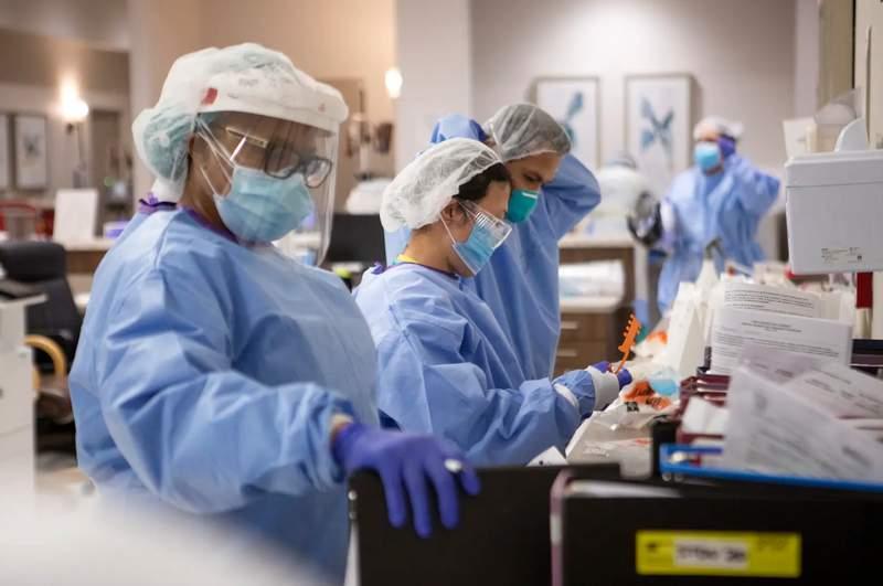 Nurses and doctors in the COVID-19 unit at Doctors Health at Renaissance in Edinburg.      Miguel Gutierrez Jr./The Texas Tribune