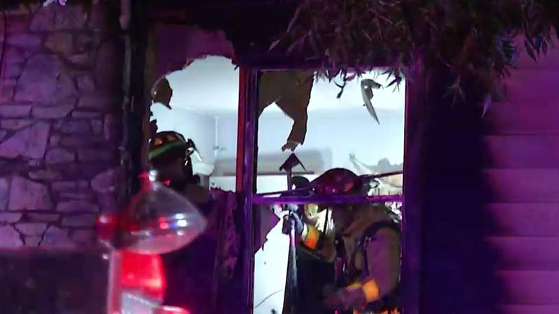Fire burns through 2 Southwest side apartments overnight