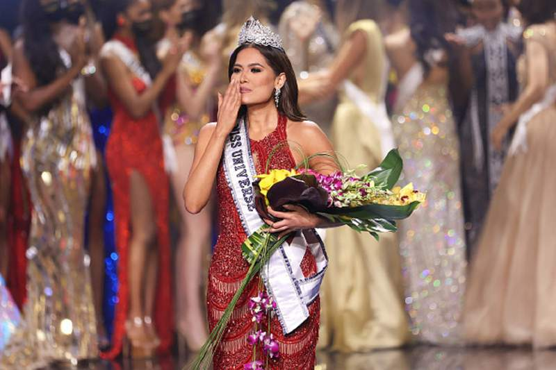 HOLLYWOOD, FLORIDA - MAY 16: Miss Mexico Andrea Meza is crowned Miss Universe 2021 onstage at the Miss Universe 2021 Pageant at Seminole Hard Rock Hotel & Casino on May 16, 2021 in Hollywood, Florida. (Photo by Rodrigo Varela/Getty Images)