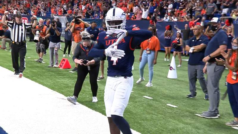 Wide receiver Zakhari Franklin celebrates after scoring a touchdown in the first quarter of UTSA's 27-13 victory over Middle Tennessee at the Alamodome on Saturday, Sept. 18, 2021.
