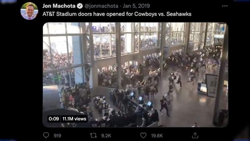 Tweet from Jon Machota shared on Jan. 5, 2019 of fans storming AT&T Stadium.