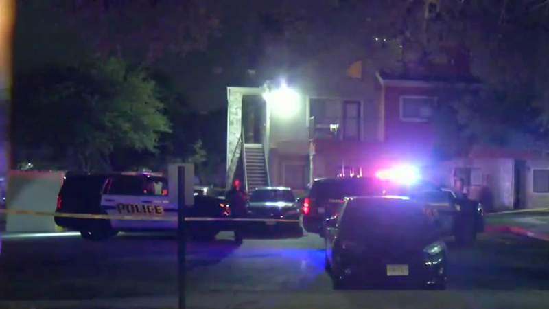 19-year-old shot while walking home from friend's apartment, police say