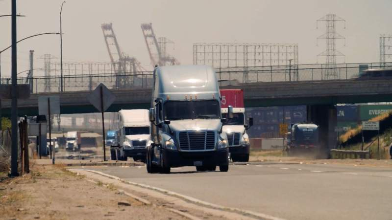 Trucking companies, watchdog groups debate proposed 18-wheeler lawsuit changes