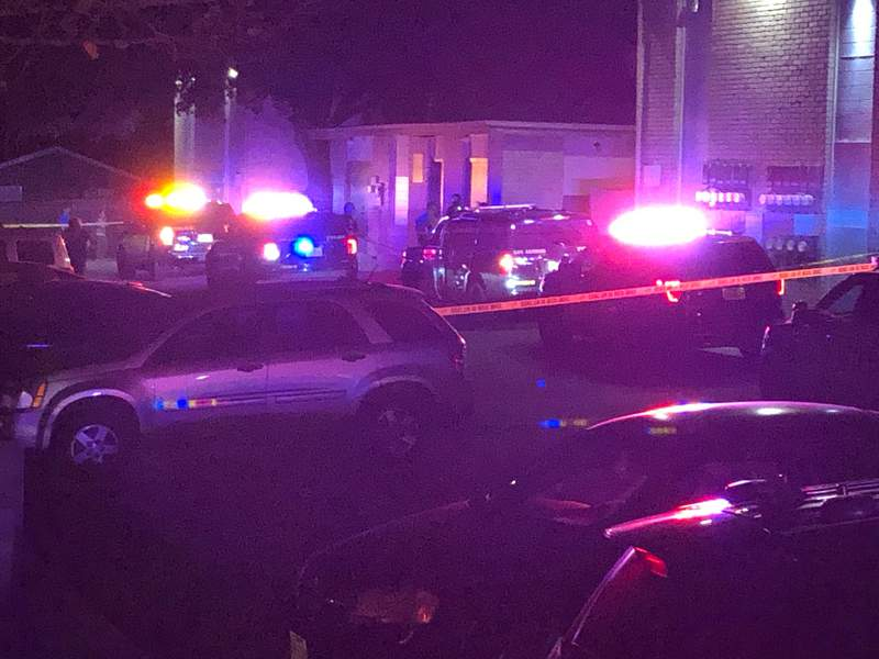 A man is dead and a suspect is still at large after a shooting broke out in the parking lot of an apartment complex on the Northwest Side, according to San Antonio police.