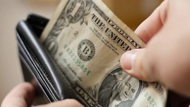 Easy tips to save money while on a tight budget