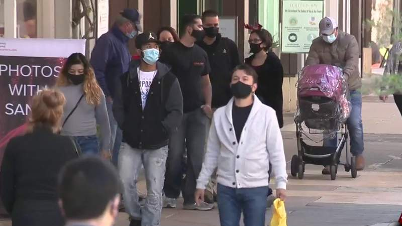 Christmas Eve shoppers brave the crowds amid rising COVID-19 cases in Bexar County