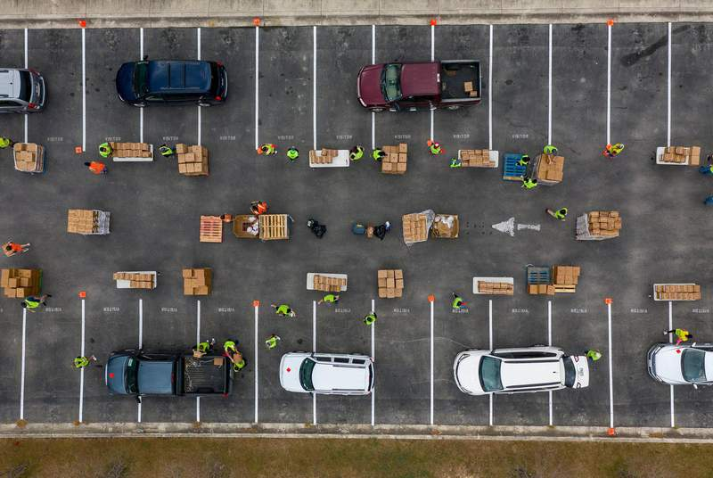 Volunteers with the Central Texas Food Bank distribute food to those in need at Lehman High School in Kyle on Nov 14, 2020.                    Credit: Jordan Vonderhaar for The Texas Tribune