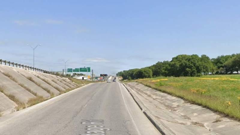 San Antonio police identify man found dead along Interstate 35
