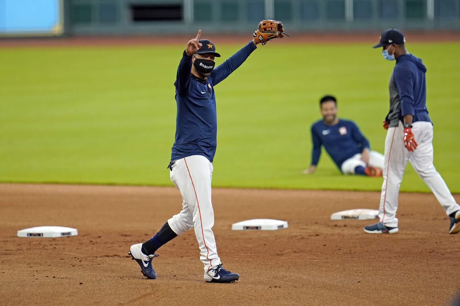 Astros de Houston cancelan práctica por exposición a COVID-19 de un empleado del equipo