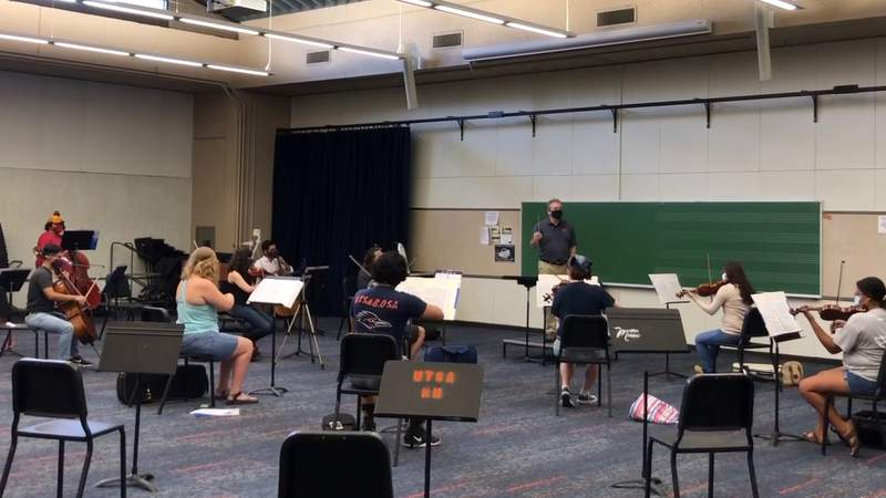 Students at UTSA rehearse for an upcoming concert