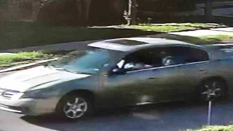 Deputies using surveillance photos to find suspect in far West Side slaying